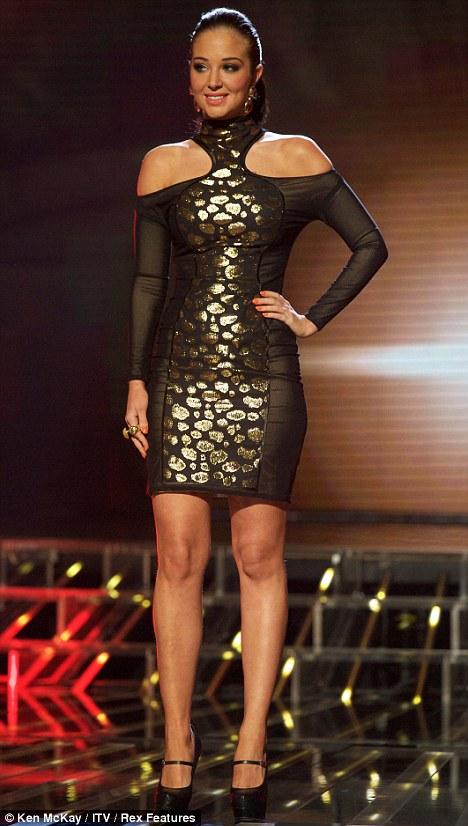 tulisa1 VIDEO: Ποια κυρία προκάλεσε φορώντας αυτό το αποκαλυπτικό διάφανο φόρεμα στην τηλεόραση;