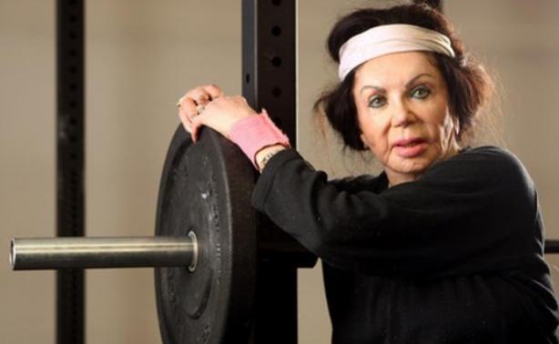 Η μητέρα του Sylvester Stallone γυμνάζεται σκληρά στα 92 της χρόνια!
