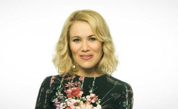 Κωνσταντίνα Μιχαήλ: «Έχουμε γεμίσει εξτένσιον και τσίχλα στην τηλεόραση»