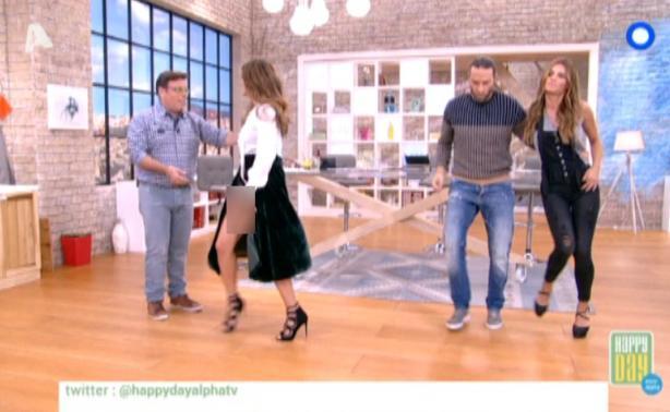 Σταματίνα Τσιμτσιλή: Η βελούδινη αποκαλυπτική φούστα έβαλε φωτιά στο πλατό του Happy Day!