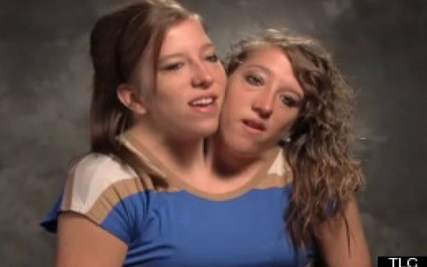 zp_17111_s-ABBY-AND-BRITTANY-HENSEL-large.jpg
