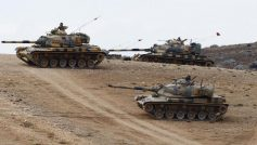 Turkish army tanks take up position on the Turkish-Syrian border near the southeastern town of Suruc in Sanliurfa province September 29, 2014.   REUTERS/Murad Sezer