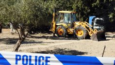 A bulldozer excavates a site during an investigation for Ben Needham, a 21-month-old British toddler who went missing in 1991, on the island of Kos, Greece, September 27, 2016. REUTERS/Vassilis Triandafyllou