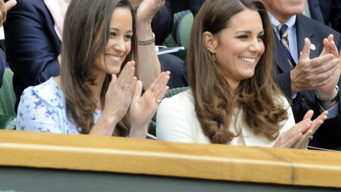epa03300448 Catherine, the Duchess of Cambridge (R) and her sister Pippa Middleton in the Royal Box on Centre Court for the men's singles final between Andy Murray and Roger Federer during the Wimbledon Championships at the All England Lawn Tennis Club, in London, Britain, 08 July 2012.  EPA/GERRY PENNY