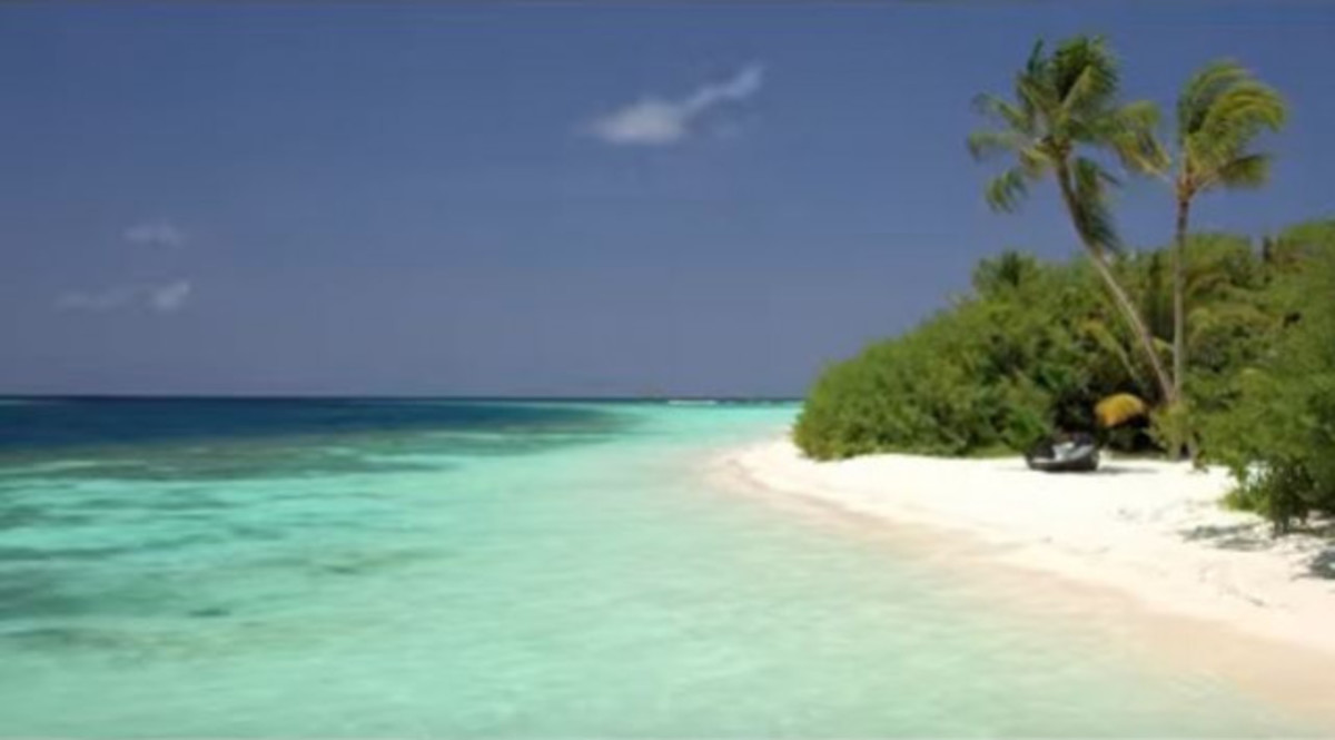 Την ημέρα είναι μια κανονική παραλία! Δείτε πώς αλλάζει το βράδυ! ec589397ed8