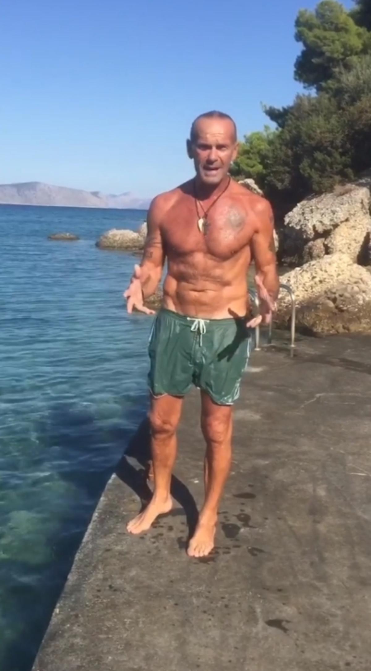 kwstopoulos1 - Έξαλλος ο Πέτρος Κωστόπουλος: «Ποια πουτ…» - παραλία, κωστόπουλος, αχινός