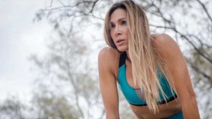 Ελένη Πετρουλάκη: Γυμνάζεται στην παραλία και αναστατώνει τους λουόμενους!