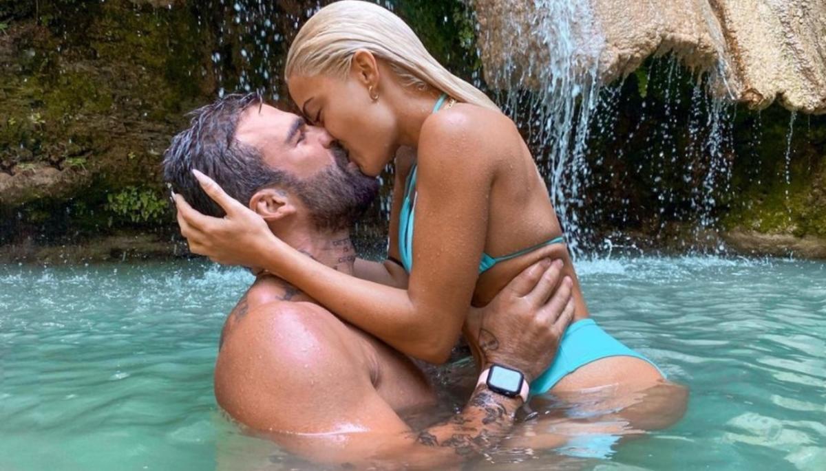 Ιωάννα Τούνη: Σε καυτά φιλιά με τον Δημήτρη Αλεξάνδρου στα βράχια | Zappit